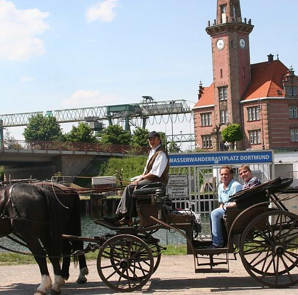Das Ruhrgebiet im Galopp erleben. Die große Ausfahrt! Entweder in einer edlen herrschaftlichen Kutsche oder in einem robusten Planwagen. Ganz...