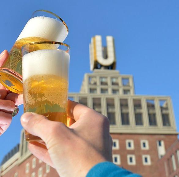 """Über der einst größten Brauerei Europas thront das Goldene """"U"""". Es ist Wahrzeichen einer Stadt geworden, welche ihren Ruf und ihren Erfolg dem..."""