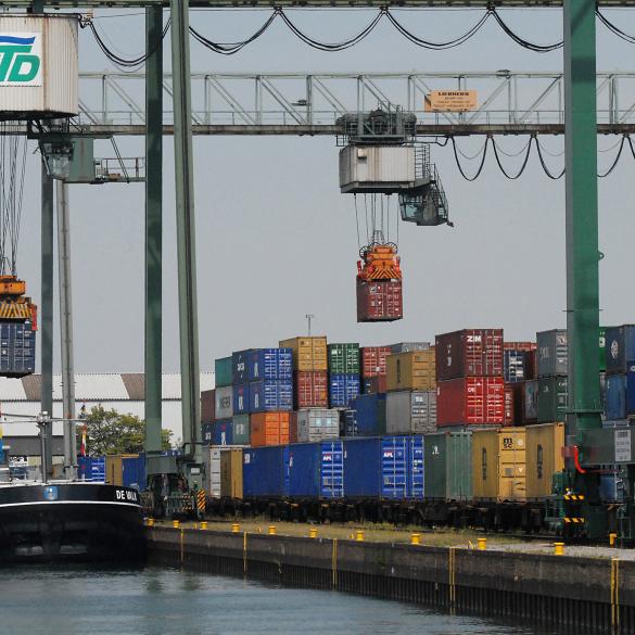 Hafenführung Dortmund: Logistik Standort Nr. 1 - Moderne Zeiten -  Der Logistikstandort Dortmund liegt, mit dem größten Kanalhafen Europas, mitten in der Metropole 'Westfälisches Ruhrgebiet', welches mit 230 km...