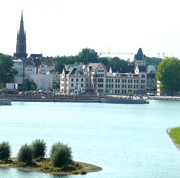 Vor weit mehr als 100 Jahren entstand in Hörde eines der ersten Hüttenwerke des Ruhrgebietes. Heute lädt hier der Phoenixsee zum flanieren und...