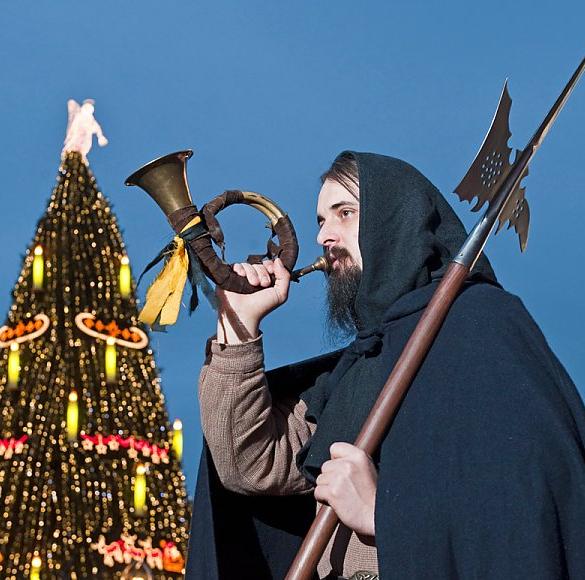 Der große Weihnachtsmann oben auf der Katharinentreppe heißt alle Besucher der Stadt mit dem größten Weihnachtsbaum der Welt willkommen.   Seit...