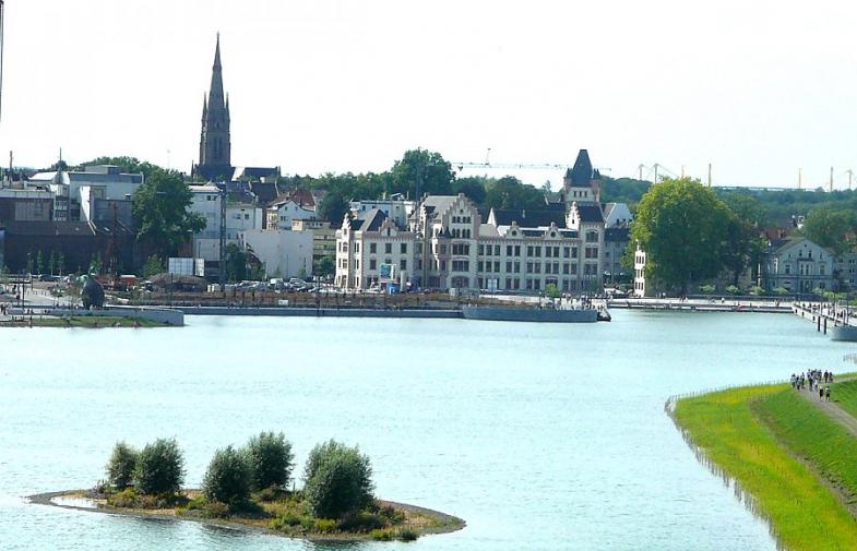Vor weit mehr als 100 Jahren entstand in Hörde eines der ersten Hüttenwerke des Ruhrgebietes. Heute lädt hier der Phönixsee zum flanieren und...